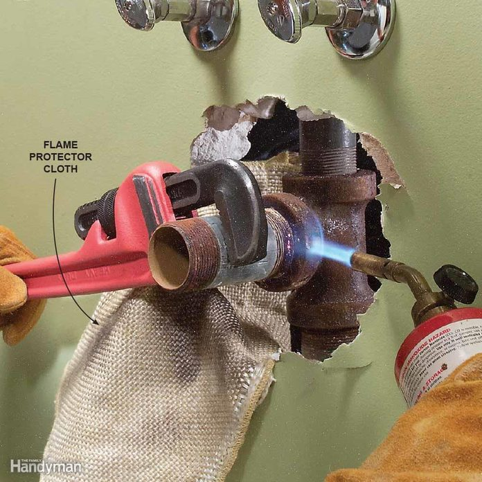 Loosen Stuck Pipes with Heat