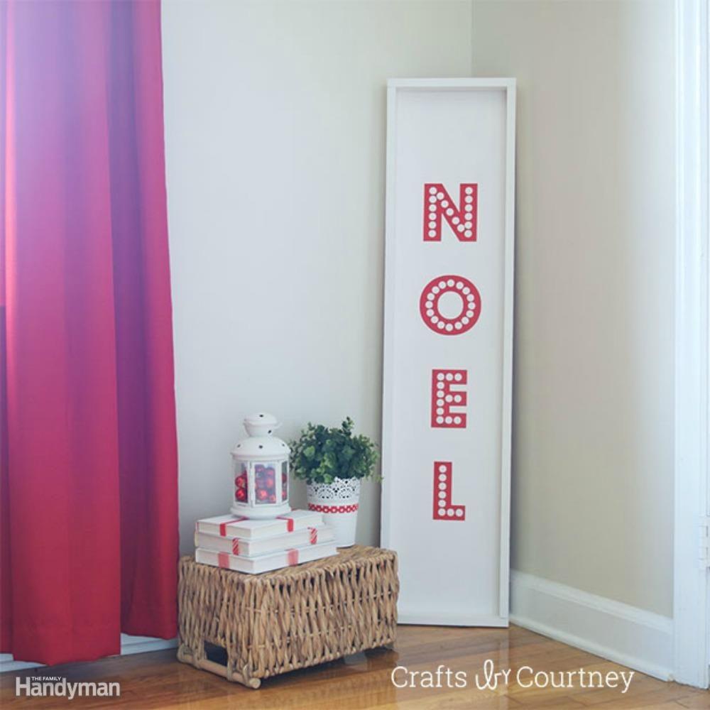 Bold 'Noel' Sign