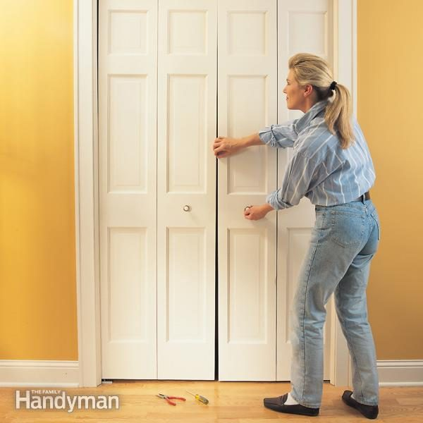 FH00JAU_FIXBIF_01-2 & How to Fix a Bifold Door | Family Handyman pezcame.com