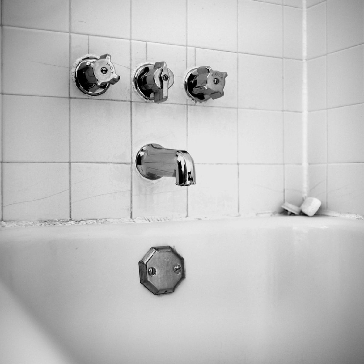 How To Remove Caulk From Tub Diy Family Handyman