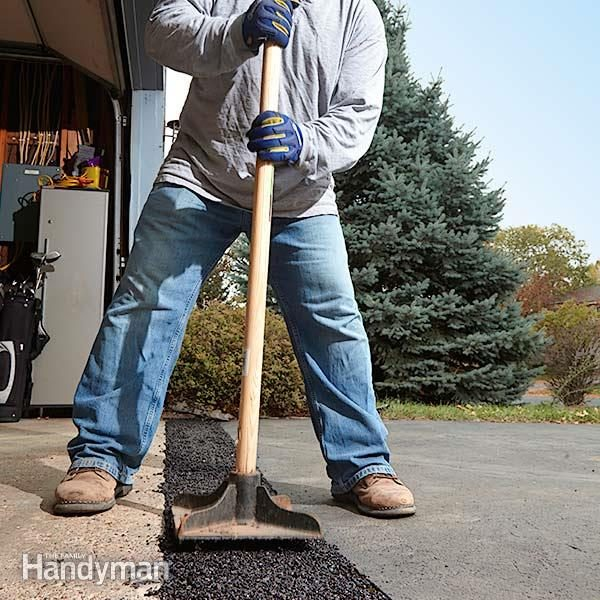 How to fix a sinking driveway the family handyman fh14jaudrivwy01 2 driveway repair solutioingenieria Choice Image