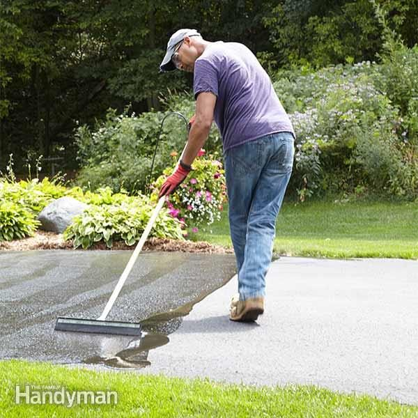 How to seal an asphalt driveway the family handyman well show you how to clean and prepare the driveway so you get the longest life and best protection from driveway sealer by the diy solutioingenieria Choice Image