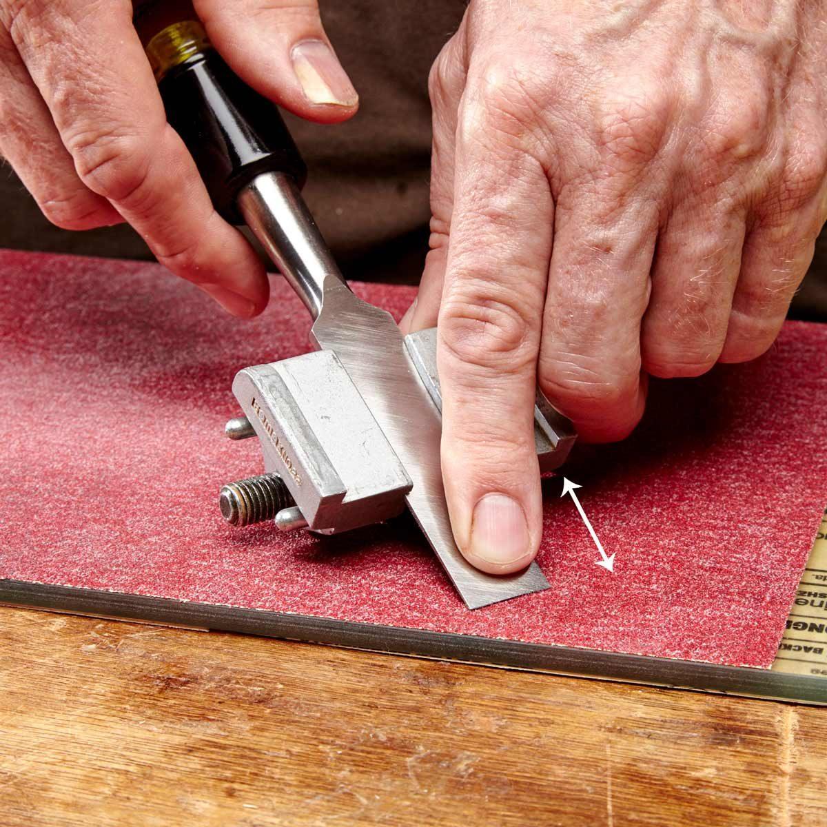 sharpen chisel on sandpaper