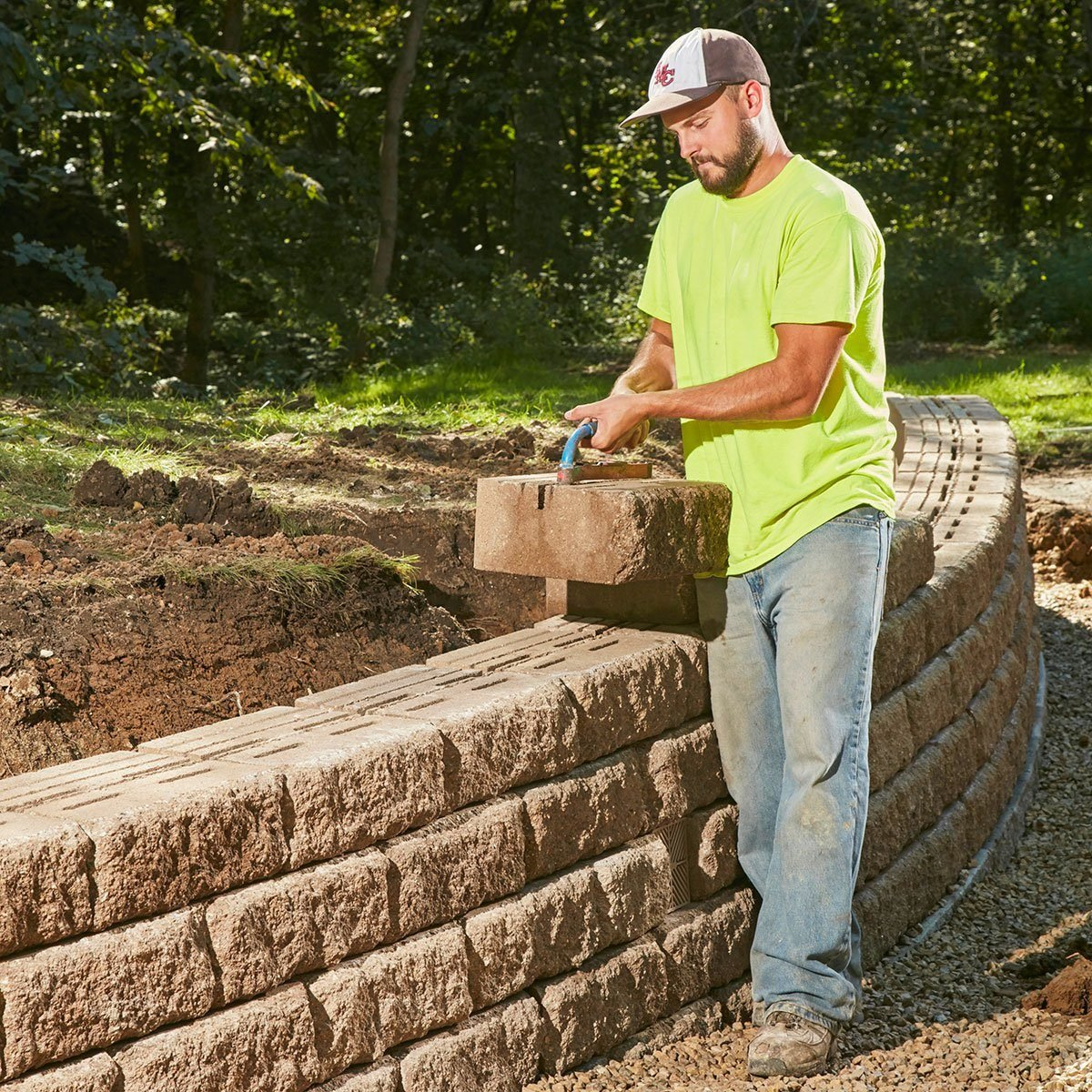 How to Build a Sturdy Retaining Wall That Will Last a Lifetime