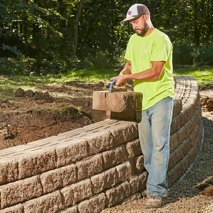 How To Build A Sy Retaining Wall, How To Build A Retaining Wall Around Patio
