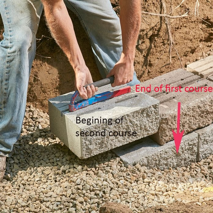 Laying the second course of block   Construction Pro Tips