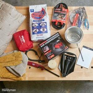 WINTEREMERGENCY_001-3 car survival kit