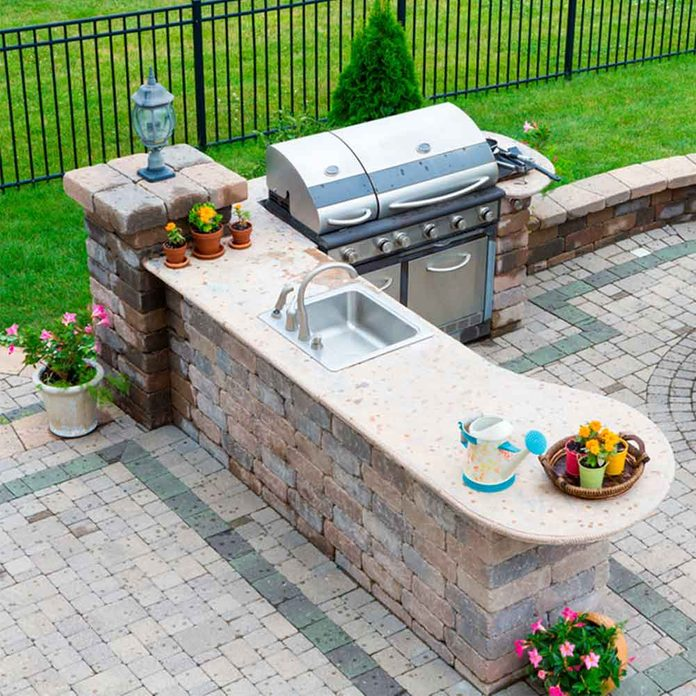 Convenient Outdoor Kitchen