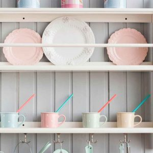Tips for Organizing Open Kitchen Shelves