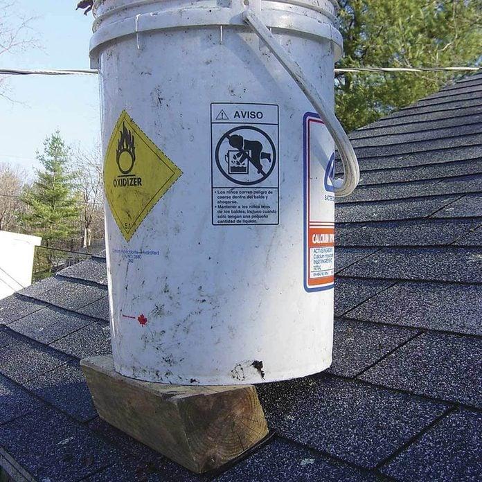 On-the-level tool bucket