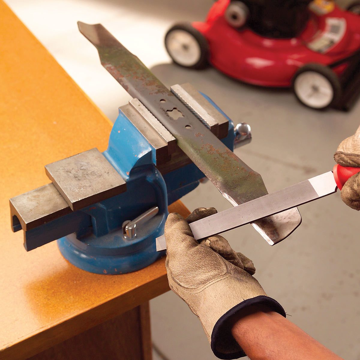 How to Sharpen Lawnmower Blades