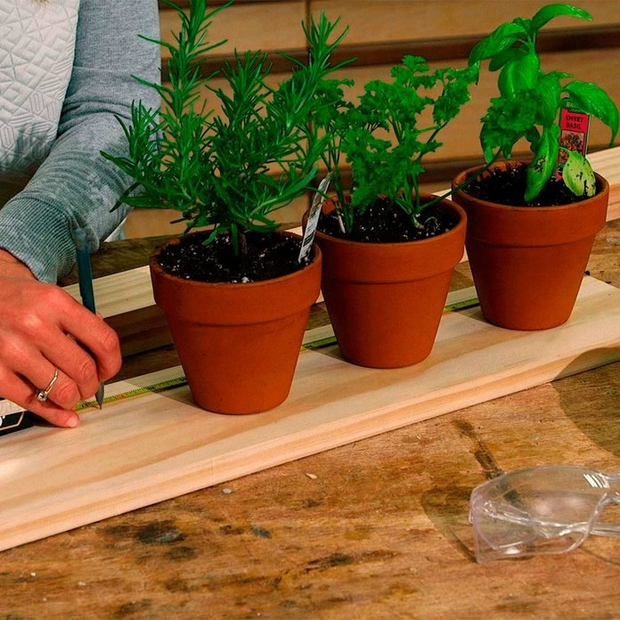 measure pots and base for hanging herb garden
