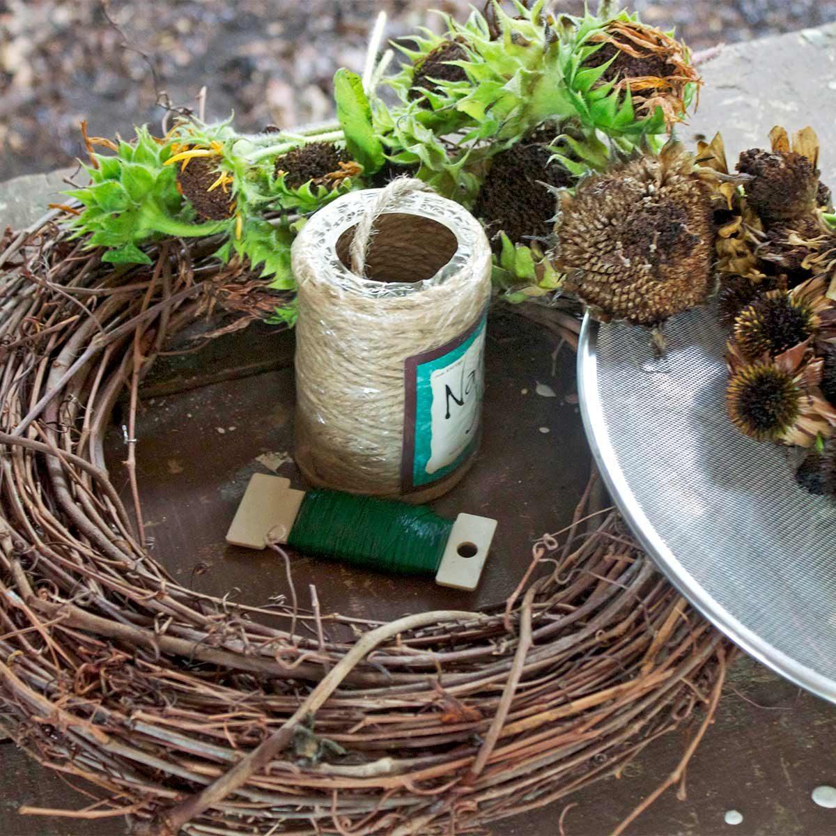 bird feeder wreath materials