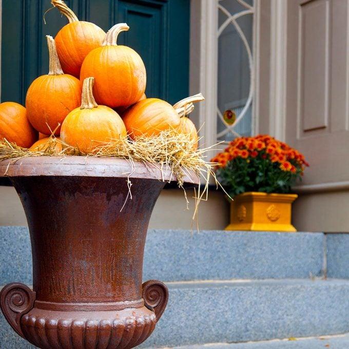 dfh17sep016_106467653 front porch urn planter fall pumpkins pot