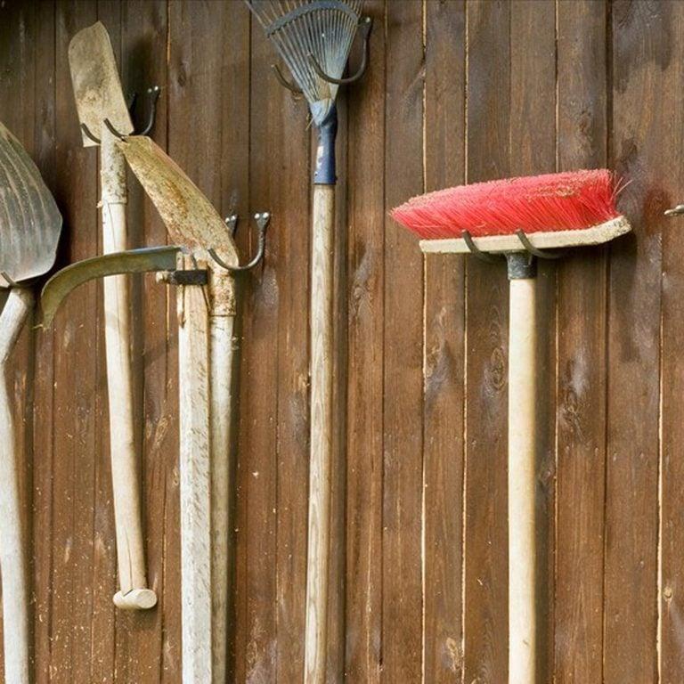 dfh17sep026-31766551-02 garden tools rake broom