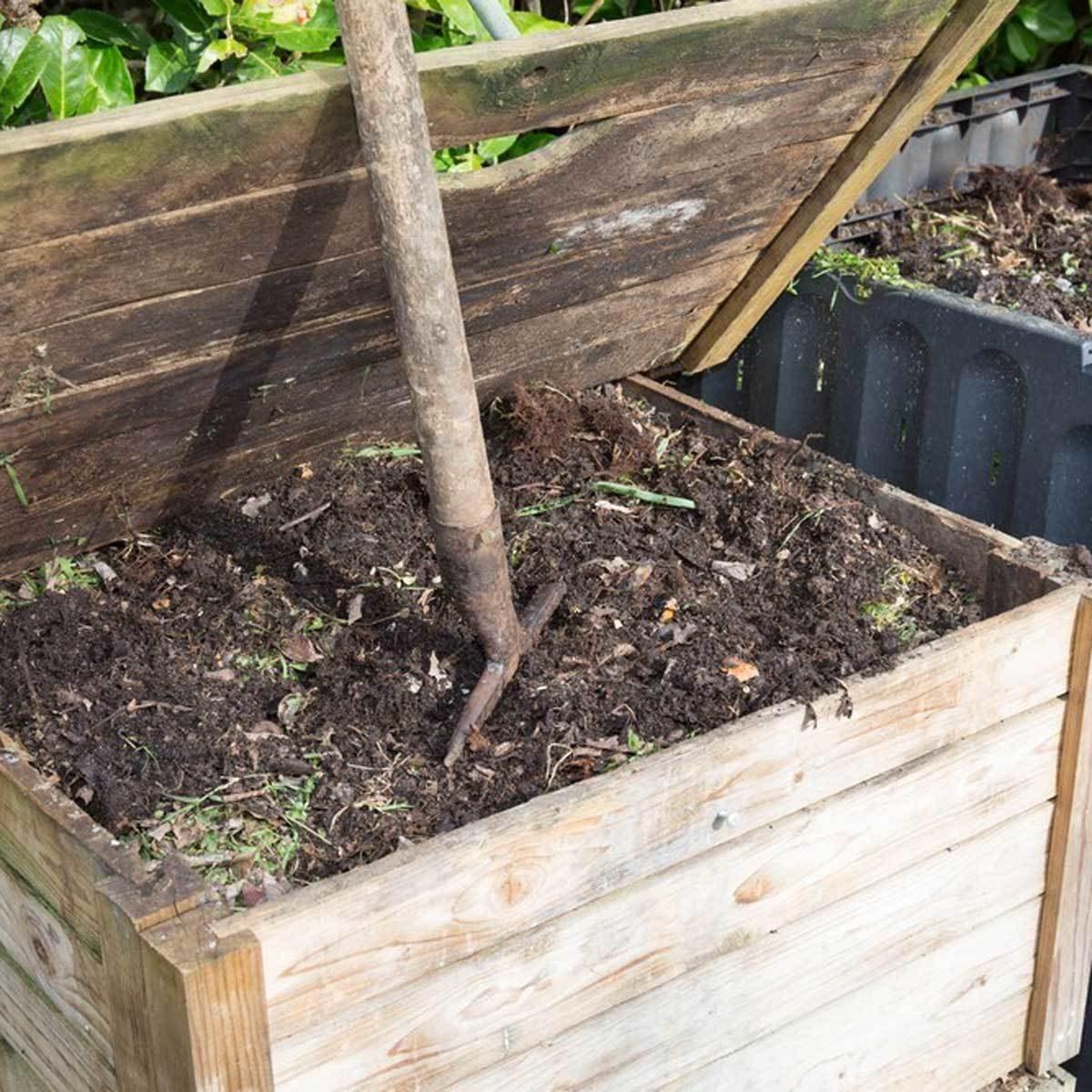 dfh17sep038_614626340_10-1200x1200 composting bin