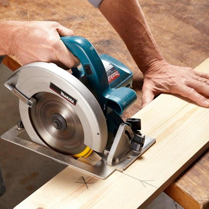fh13nov_543_50_002-1200x1200 saw on wood plank