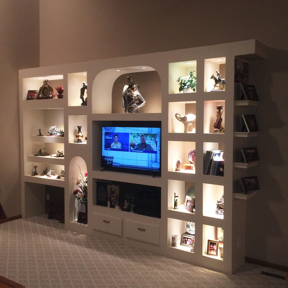 readers showcase wall
