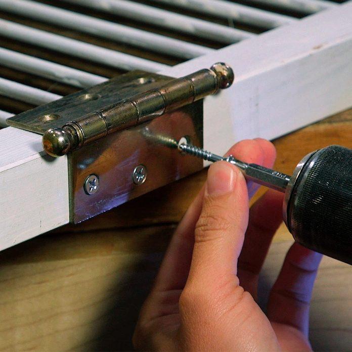 privacy screen screw hinges to middle door