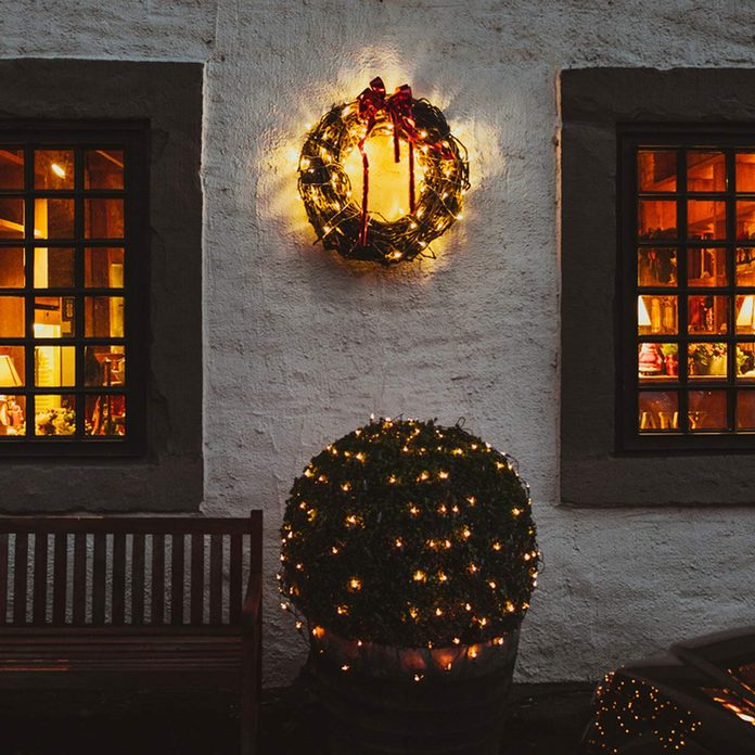 shutterstock_524099515-1200x1200 exterior of home during christmas time wreath christmas lights