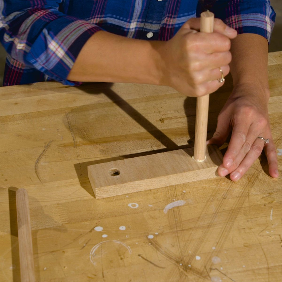 tablet stand inserting dowels