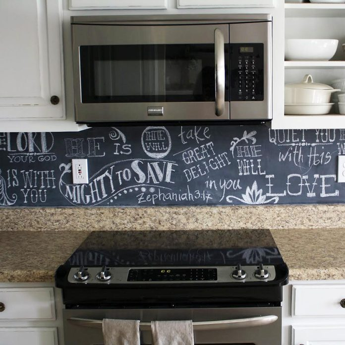 17oct107_12 chalk board kitchen backsplash