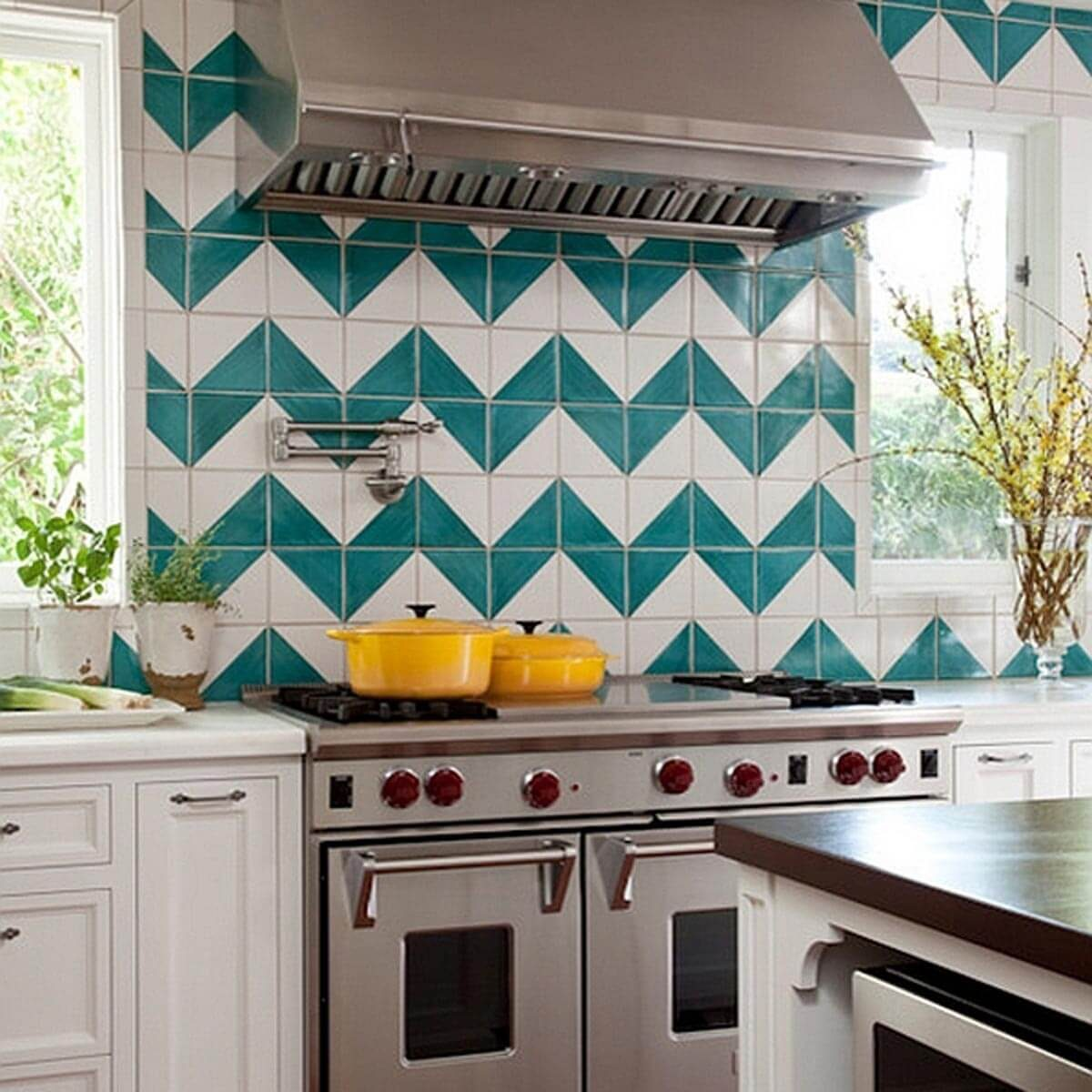 The 30 Backsplash Ideas Your Kitchen Can\'t Live Without | The Family ...