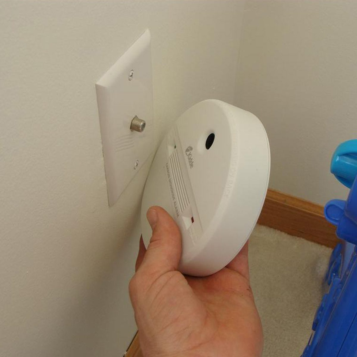 CO-Alarm great goof home inspector nightmares carbon monoxide monitor on cable outlet
