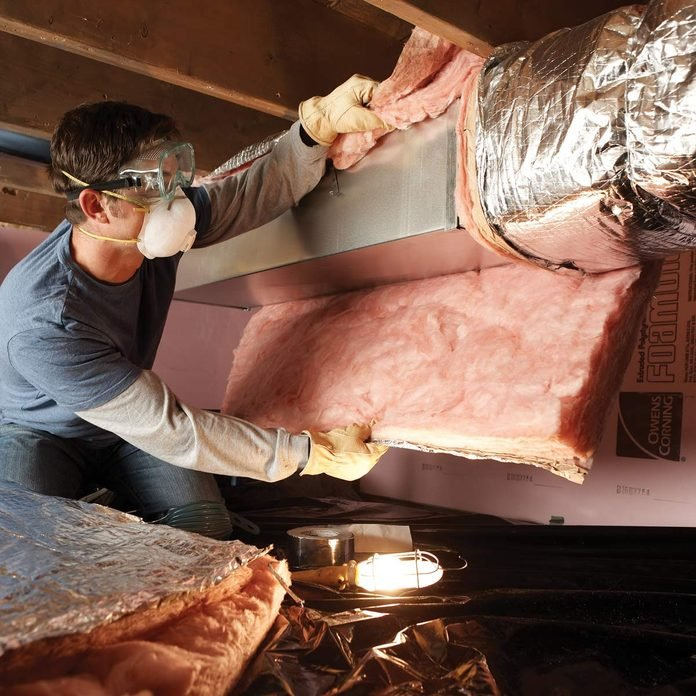 FH08NOV_493_05_011 insulation in crawl spaces air duct inspection fall pests