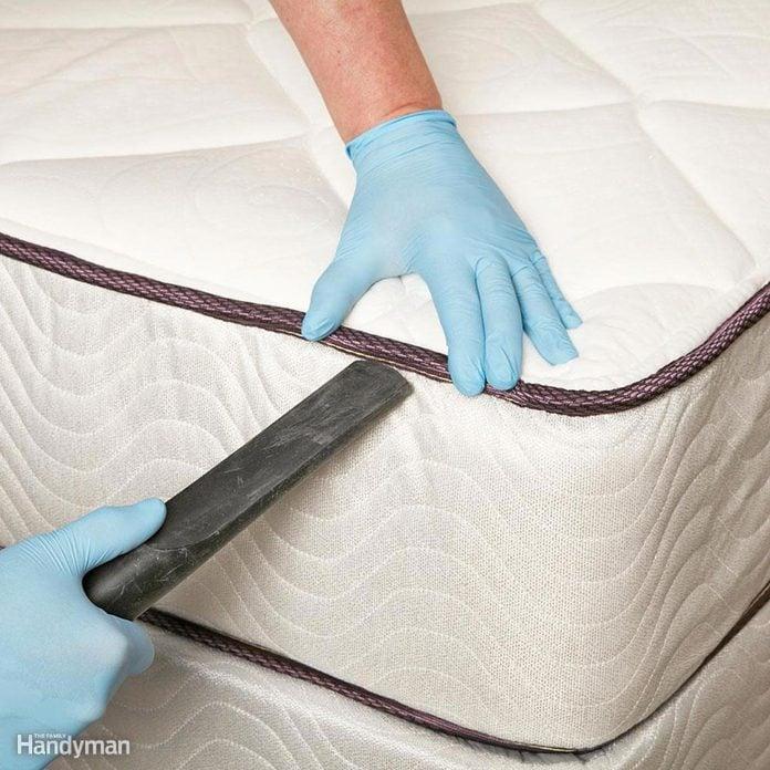 vacuum clean mattress disinfect bed
