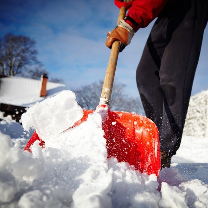 cookingspray_243809152 how to shovel snow removal shovel