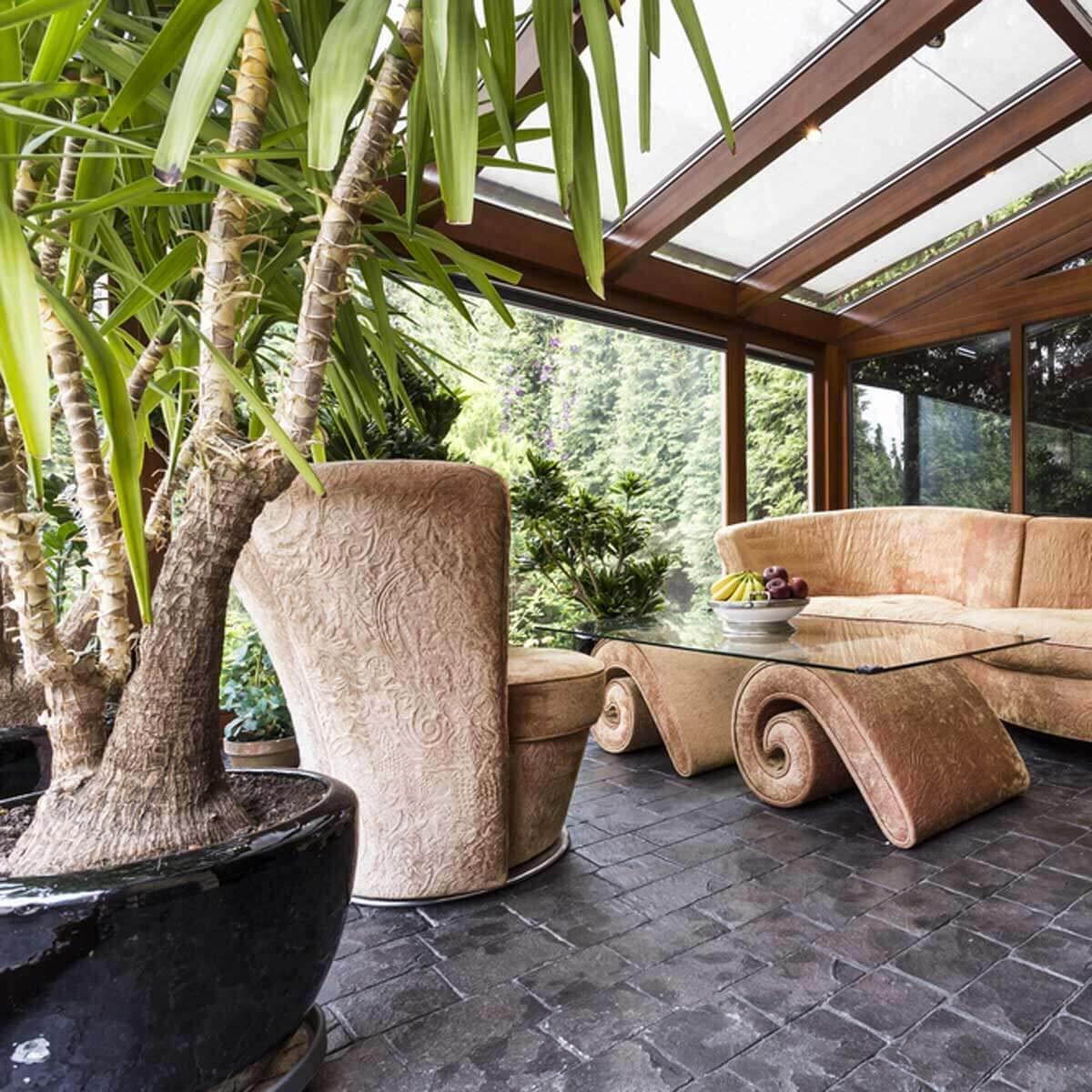 dfh13_shutterstock_656471947 tropical sun room patio