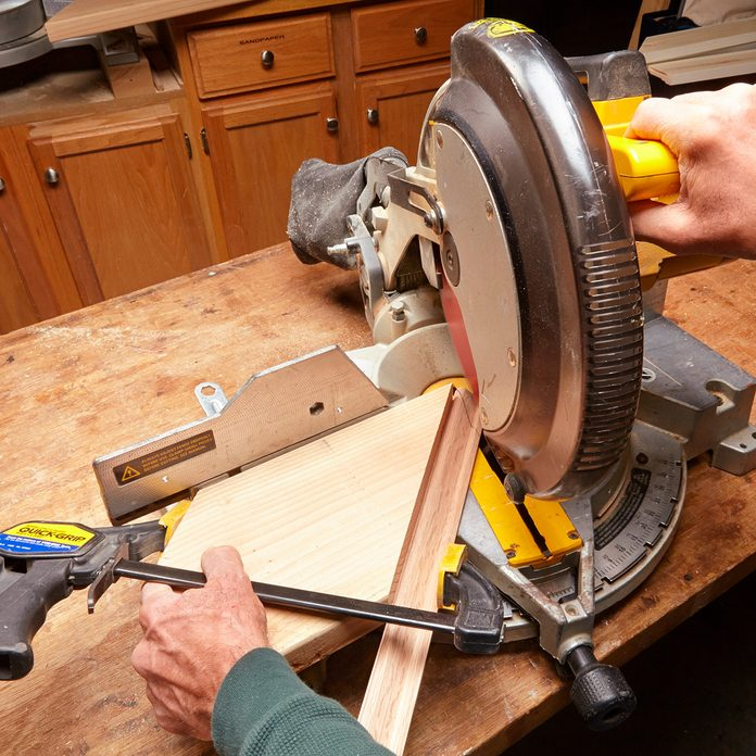 Cutting a 60 degree angle on a miter saw | Construction Pro Tips