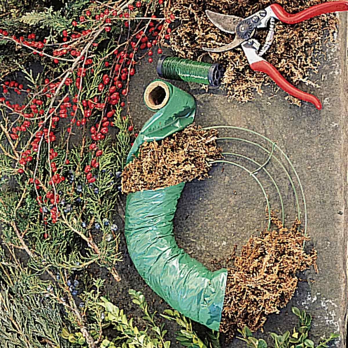 BL10470C33A making a wreath