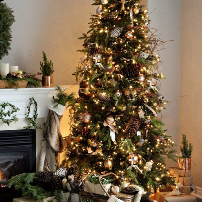 Tree Ideas: Pinecones and Gold Ornaments
