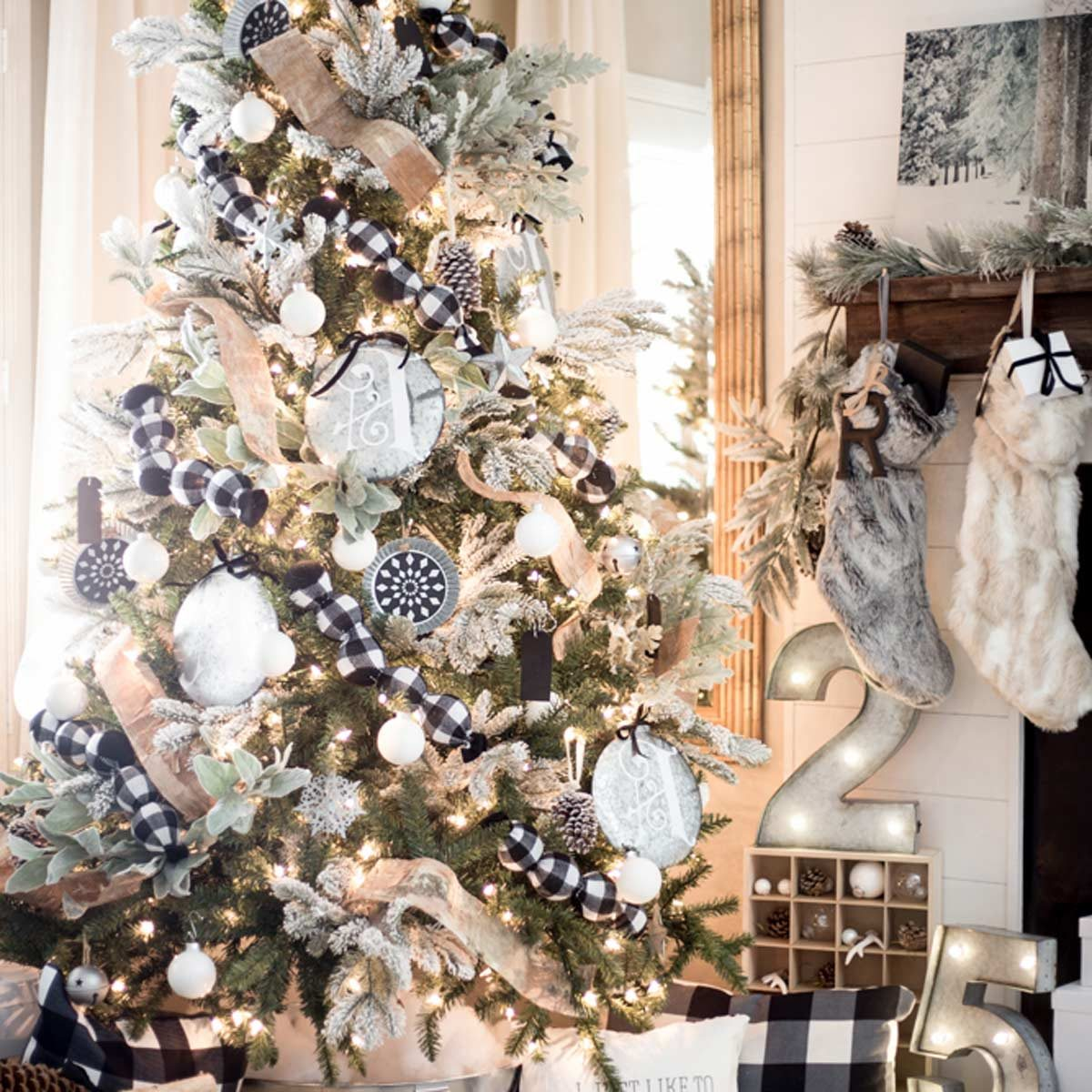 Christmas Tree Design Ideas: Frosty Christmas