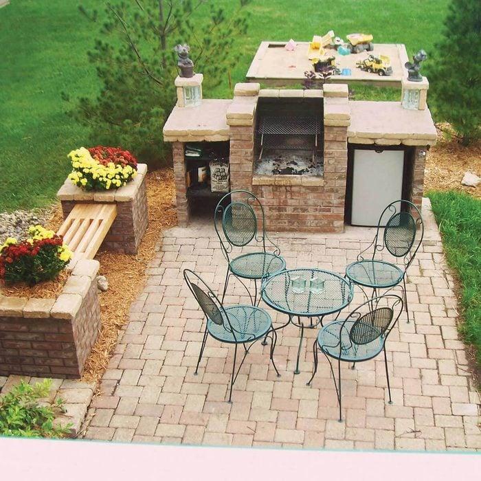 Open-Fire Brick Barbecue Bar
