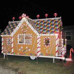 75 Tiny Homes Decked out for the Holidays