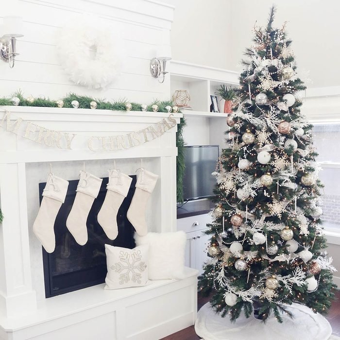 Gold Christmas Tree Decorating Ideas: White and Gold
