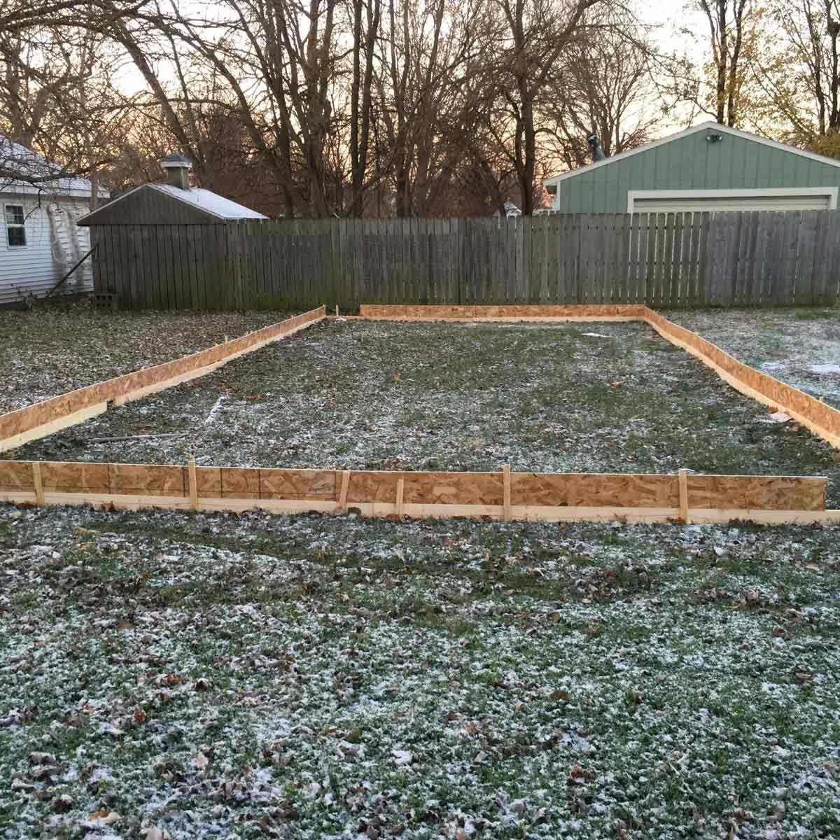 12 tips for your backyard ice rink the family handyman check for slope solutioingenieria Choice Image