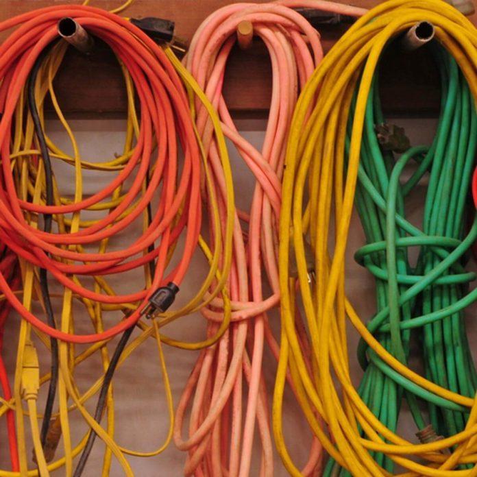 Electrical repair the family handyman how to repair a cut extension cord solutioingenieria Gallery