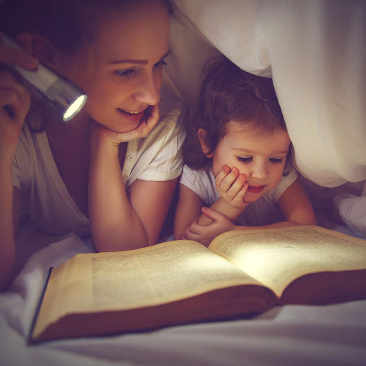 dfh3_shutterstock_386669455 blanket fort reading under covers