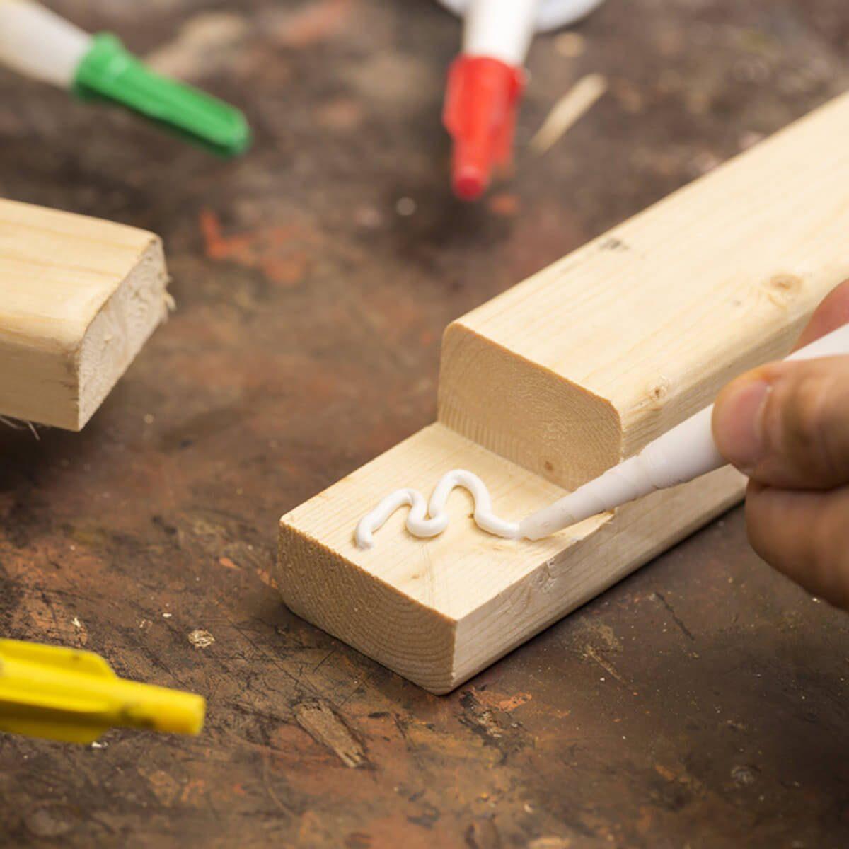 wood glue_472607143