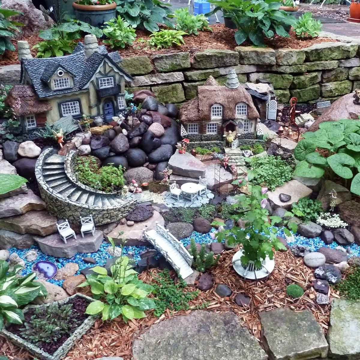 Attractive Retaining Wall Fairy Garden