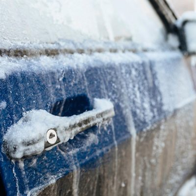 shutterstock_370399166 removing ice car lock icy