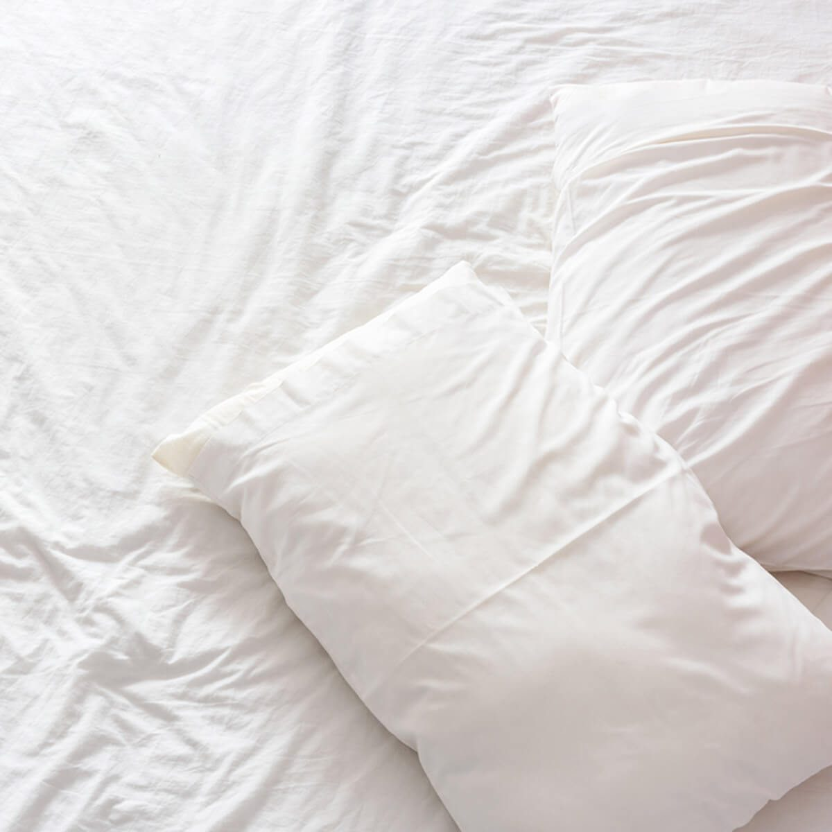 shutterstock_402733789 white bed sheets pillows