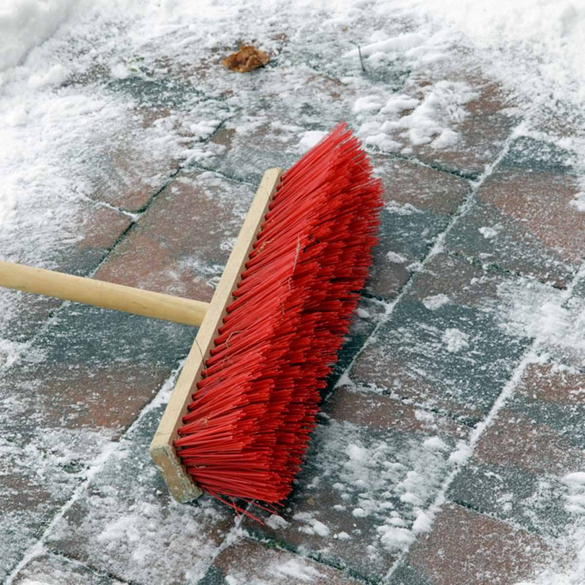shutterstock_43742497 snow sweep broom