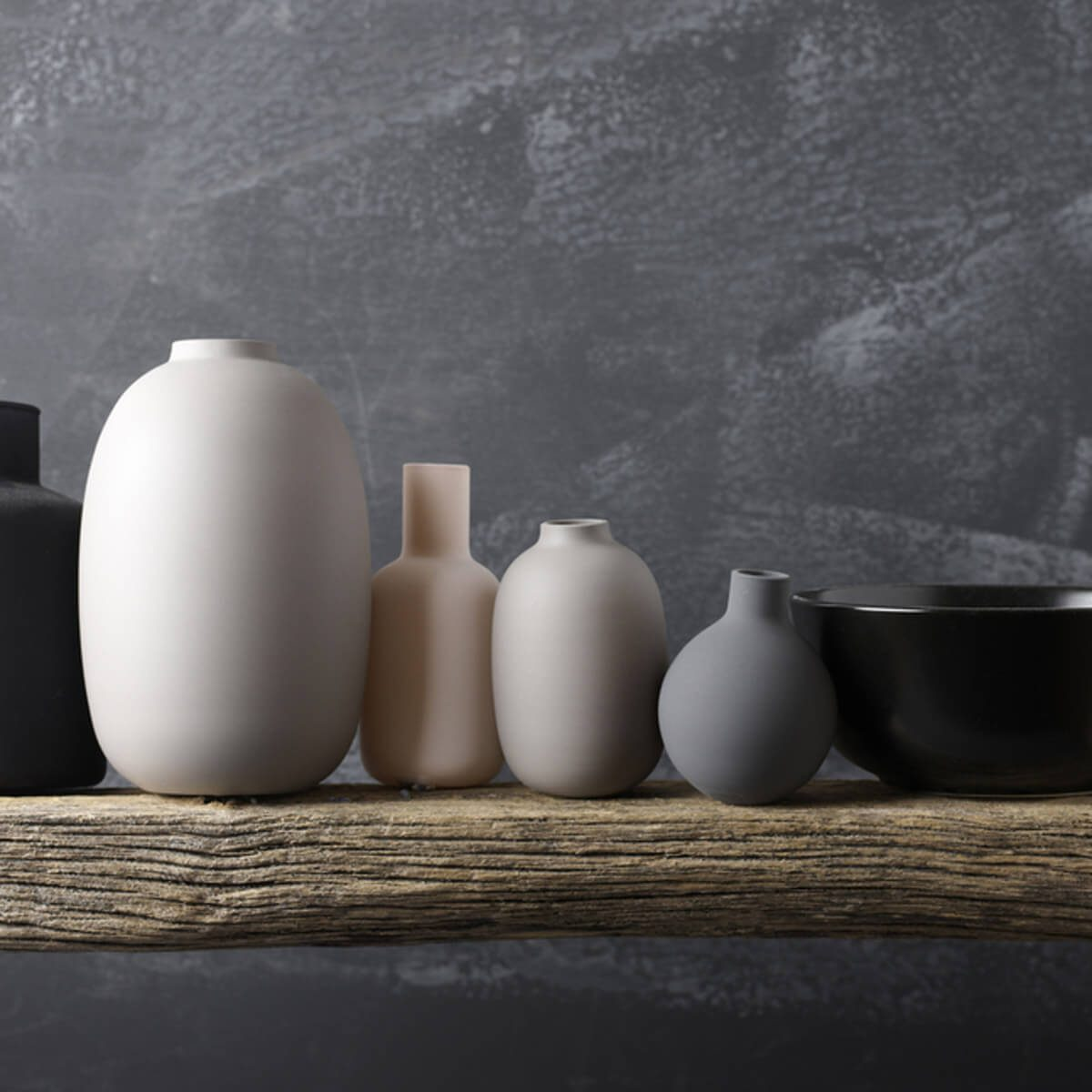 shutterstock_753724045 bowls and vases pottery