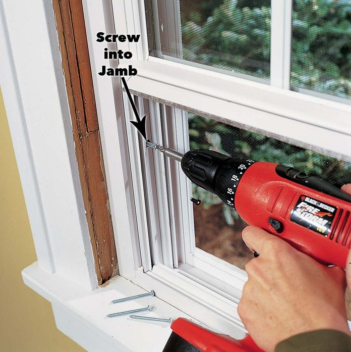 fasten the window