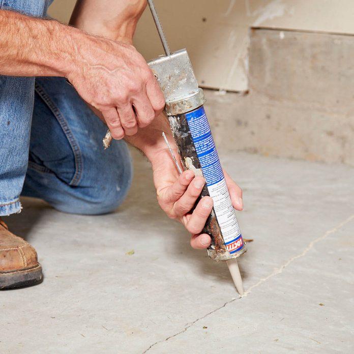 FH17ONO_582_06_036 caulk in garage floor cracks